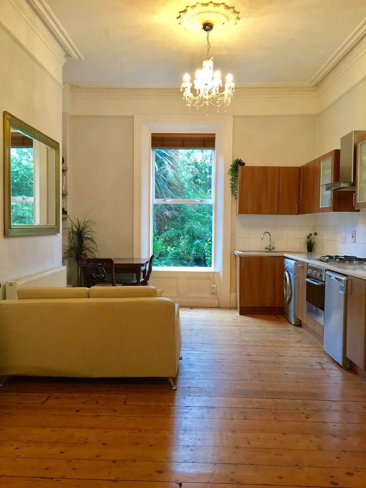 Charming, Cosy, Old Style, High Ceilings