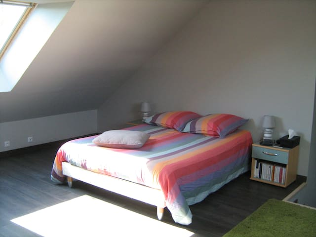Large and comfortable bedroom - Blainville-sur-Orne - Дом