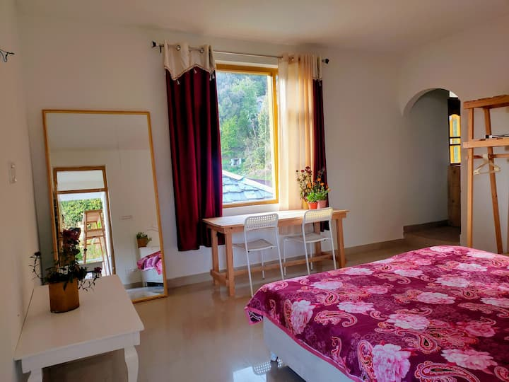 Cosmic geeks1- Room with wifi & kitchen, dharamkot