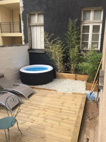 Hyper-centre : terrasse, jacuzzi, barbecue,parking
