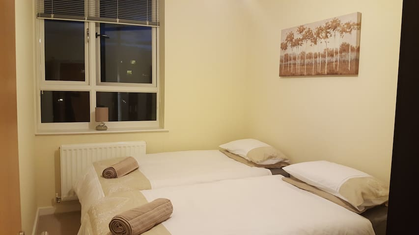 Golden Heights 3, Maidstone - Maidstone - Apartament