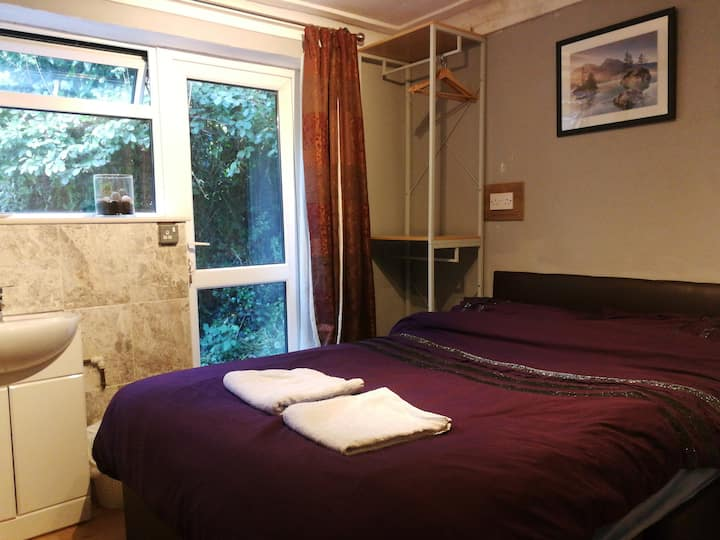 Garden Room, 15 mins from Heathrow, Windsor Castle
