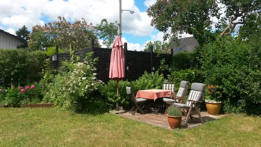Lovely house with garden in scenic surroundings - Ballerup - Villa
