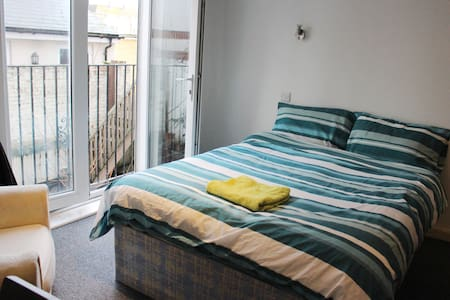 Simple Ensuite Double Bed in Central Southsea - Portsmouth - Квартира