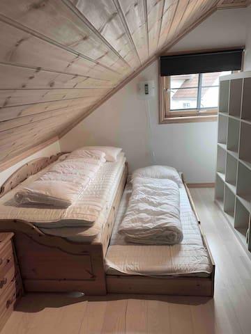 Soverom 2 på loft