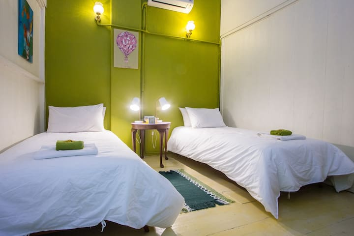 Comfy twin room with AC - George Town, Penang