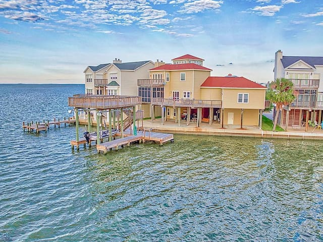 5☆ Bayfront home-Boat Slip-Great Fishing-Sleeps 24