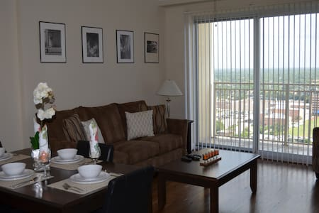 Luxury Unit at High Rise in heart of Galleria.