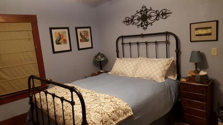 Victorian Queen Bed - Blue Room