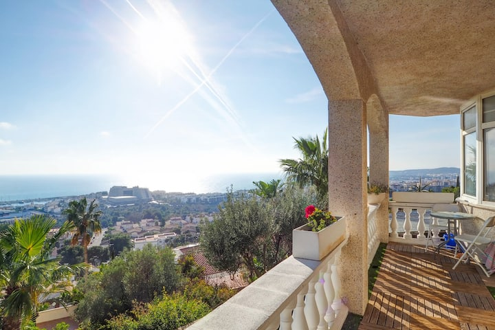 FLAT WITH BREATHTAKING SEA VIEWS, TERRACE AND POOL