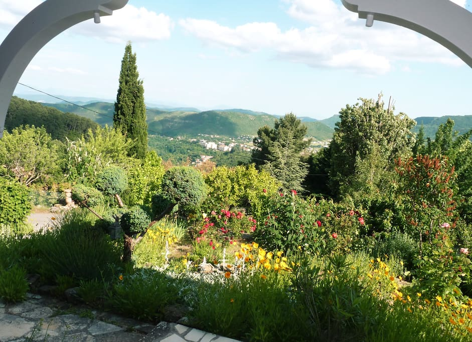 La terrasse ardéchoise : vue sur la Vallée de Privas