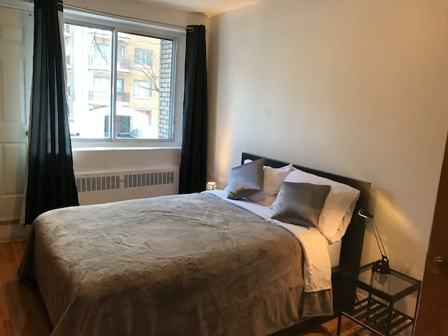 Downtown 5 min, subway, parking ..GREAT APARTMENT