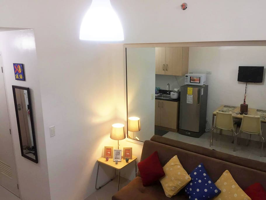 Compact 28 sqm newly furnished renovated unit with a homely ambiance in the busy metropolitan.