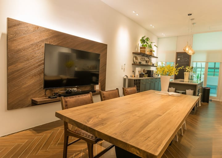 Chic、cozy & bright house in central city