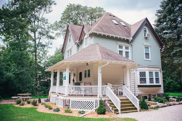 Victorian Lake Home - 16 miles from 2017 US OPEN - Oconomowoc - Talo
