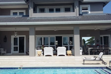 Woodbury House - Bed and breakfast - Umhlanga