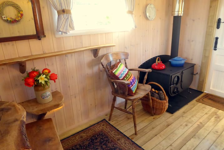 Ling's Meadow Glamping - Windhover Living Van - Hepworth, Diss - Hut
