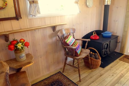 Ling's Meadow Glamping - Windhover Living Van - Hepworth, Diss - กระท่อม