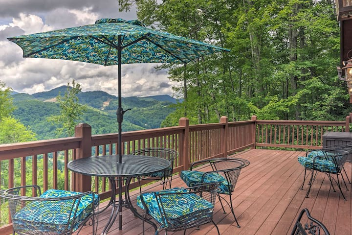 NEW! Deluxe Mountain Getaway: Family Fun w/ a View