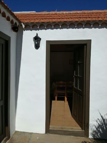 Casita terrera rodeada de flores - Puntagorda, Canarias, ES - Dům