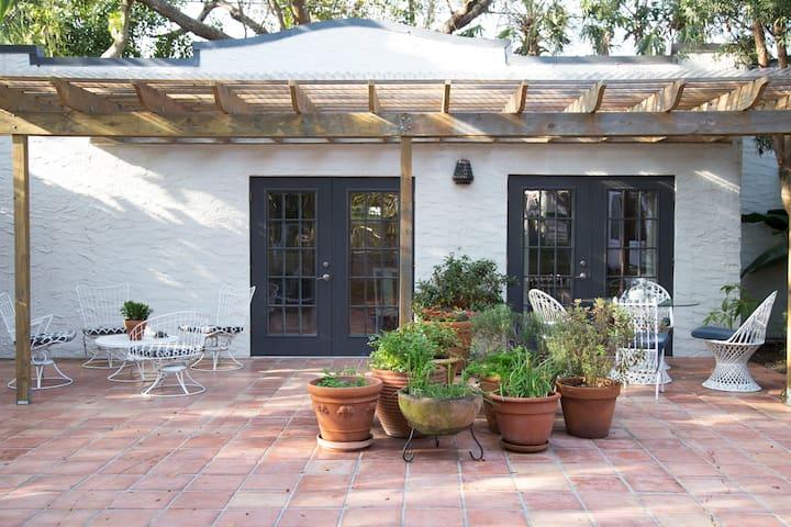 Splendid 1926 Cottage on Tropical Oasis