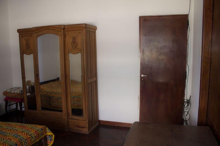 Habitación amplia y cómoda en Almagro - Buenos Aires - Huis