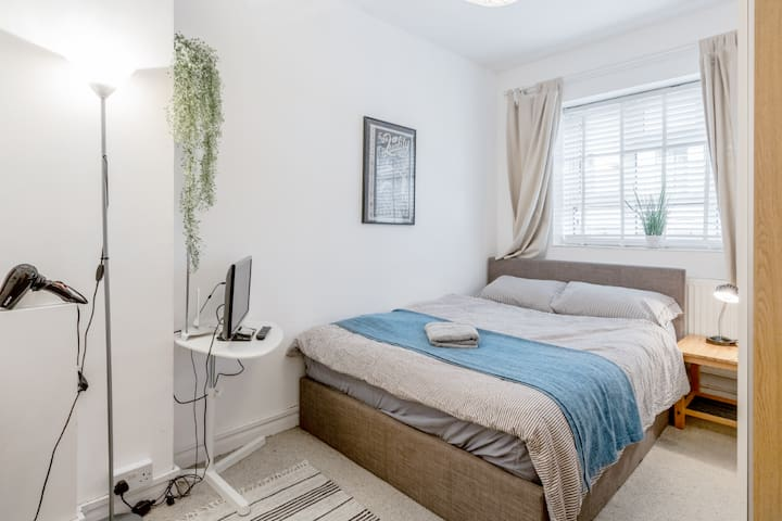 Double room in 2 bed home