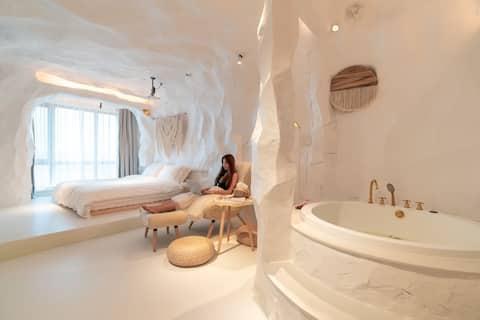 【有晚民宿】圣托里尼洞穴\投影仪\大床\哈西站\万达广场\日落灯\双人浴缸\拍照打卡零死角\情侣约会
