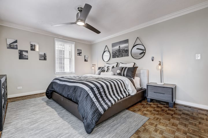 """""""Put Your Feet Up"""" 1bed 1 bath Condo downtown ATL"""