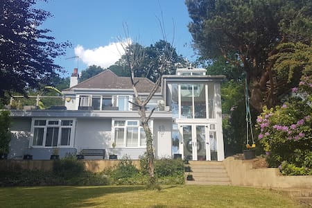 Lovely large airy single, fab view, commute/relax!