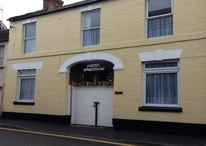 2 Bed 1st floor character apartment - Langport