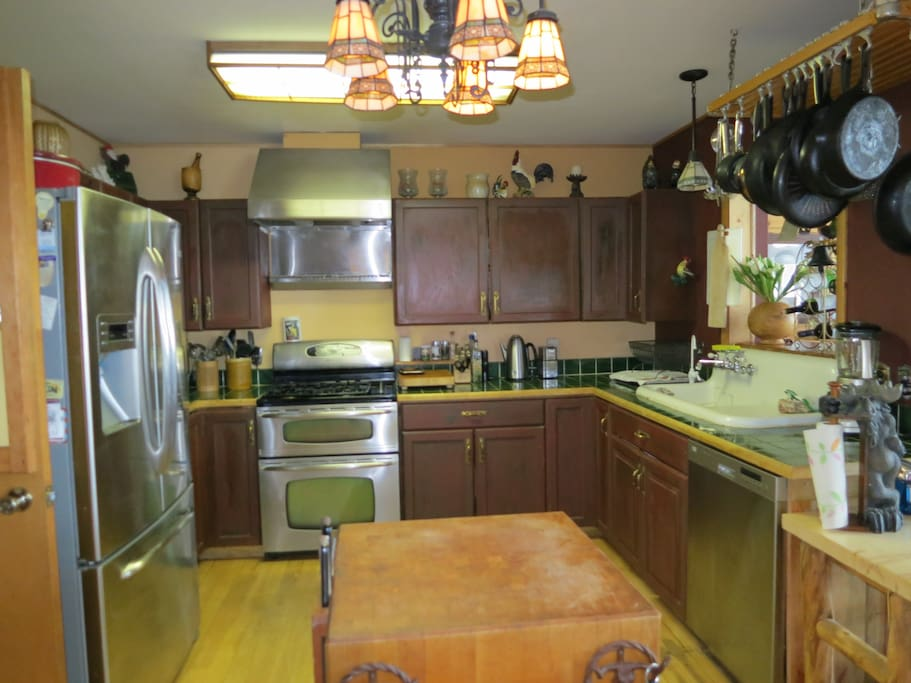 Kitchen incl. Kinetko reverse/osmosis water filter, stainless appliances, fully equipped.