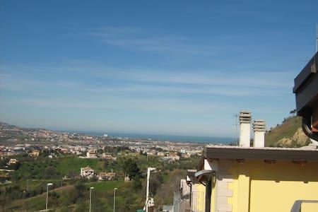 Villetta a pochi minuti dal mare    - Case di Pietro