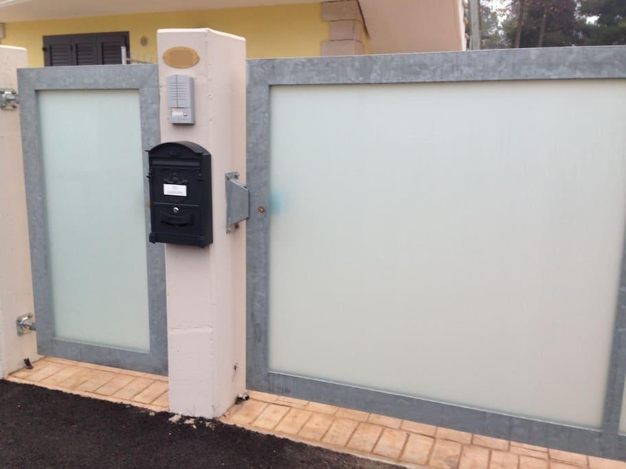 Cancello e cancelletto di entrata privato