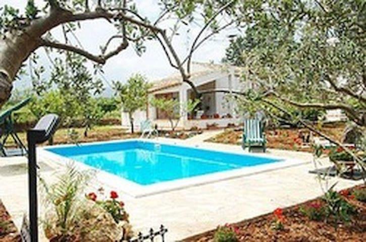 """villa immersa nel verde""""rustico"""" - Castellammare del Golfo - Villa"""