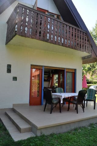 Cosy lake side house, Balatonlelle - Balatonlelle - House