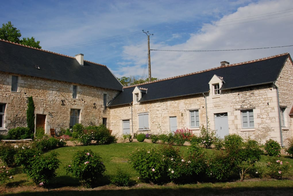 Vue des 2 maisons / Front view of the two houses