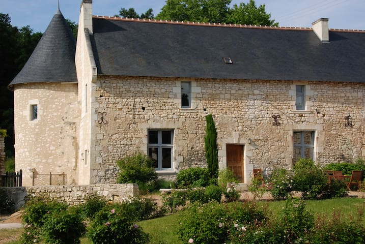 Country cottage -Domain of 14th - Pouzay - Talo