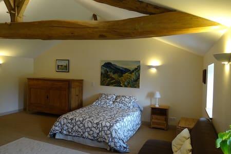 Chambre dans maison de charme - Châteauneuf-sur-Charente