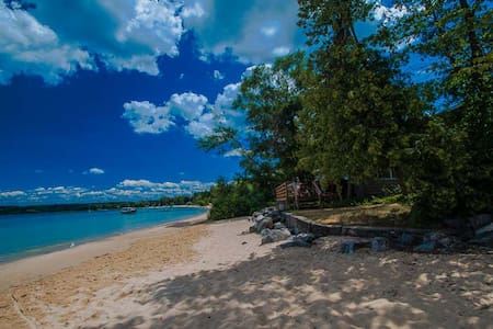 Beachfront Cottage - Suttons Bay