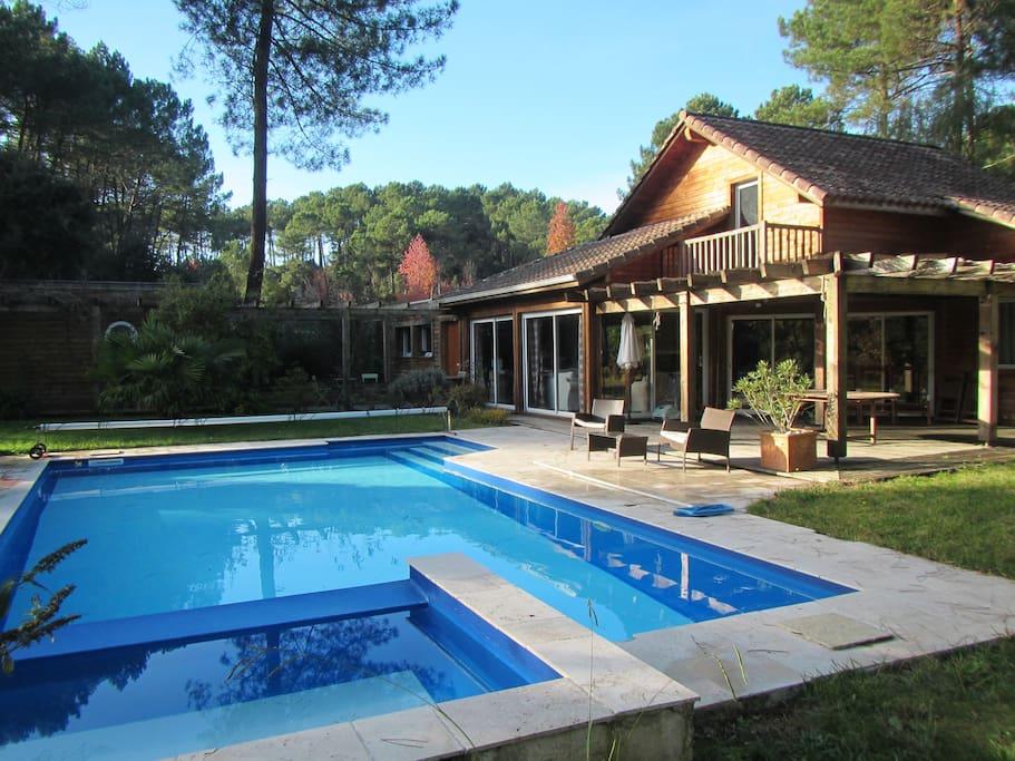 Maison en bois avec sa piscine case in affitto a for Piscine bois 10x5