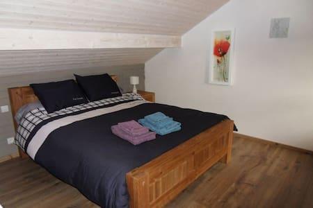 Chambre spacieuse avec salon privé - Thorens-Glières