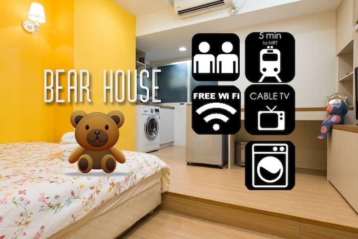 ** BEAR House - 3 min walk to XIMEN MRT STATION ** - Zhongzheng District - บ้าน