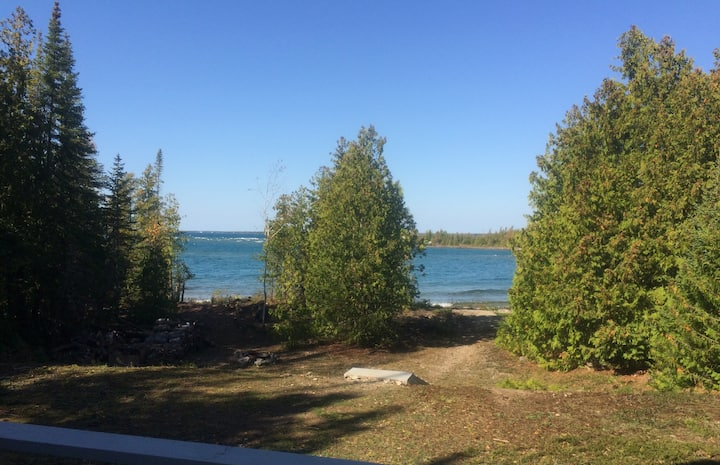 The Canadian eh!-Waterfront (Weekly Bookings Only)