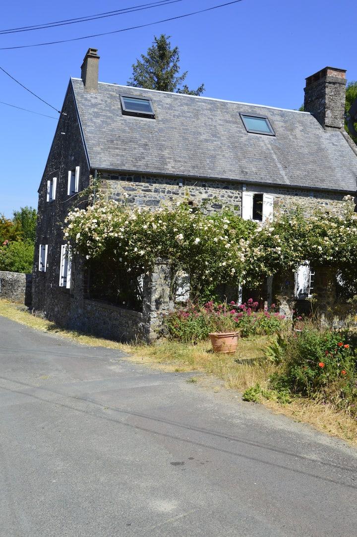 Petite maison dans un hameau paisible
