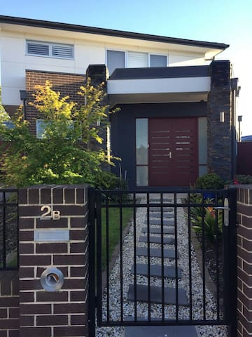 Inviting and central location in Glen Waverley - Glen Waverley - House
