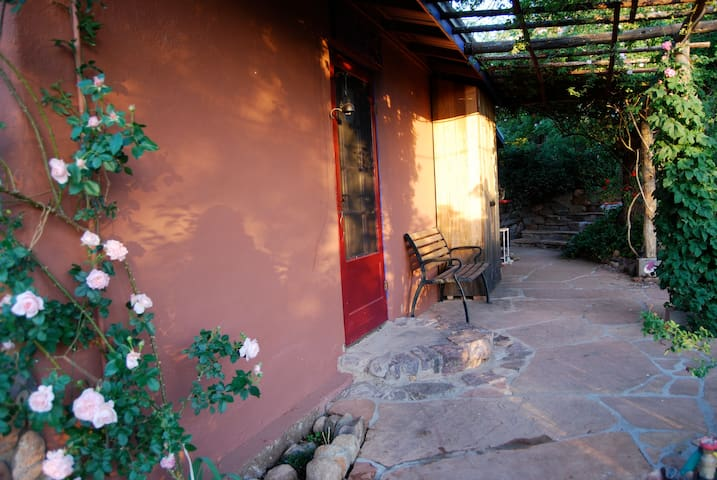 1920's ADOBE ECO-COTTAGE & GARDEN~ RELAX/RETREAT - Patagonië - Huis
