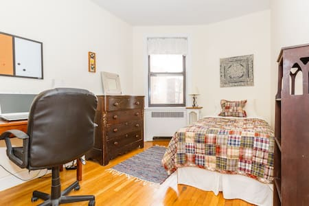 Lovely private bedroom - Oasis in NYC - Bronx - Apartmen