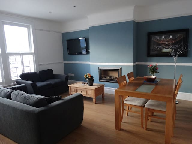 Newly refurbished, stylish, urban 3 BR apartment - Bristol - Apartment