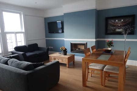 Newly refurbished, stylish, urban 3 BR apartment - Bristol - Lakás